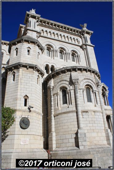 monaco-cathedrale-statue-tour